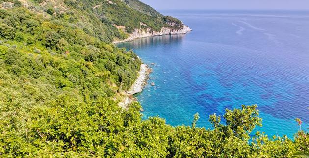 aegean-waters-surrounding-the-beaches-of-pelion