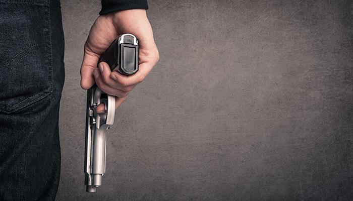 3 ΞΕΓΥΡ ΧΕΡΙ ΚΑΙ ΟΠΛΟ stock photo killer with gun close up over grunge background with copyspace 126668459