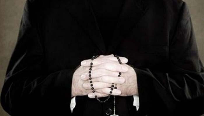 καθολικοί ιερείς