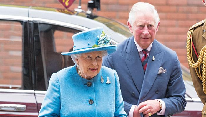 Οι βασίλισσα Ελισάβετ και πρίγκιπας Κάρολος