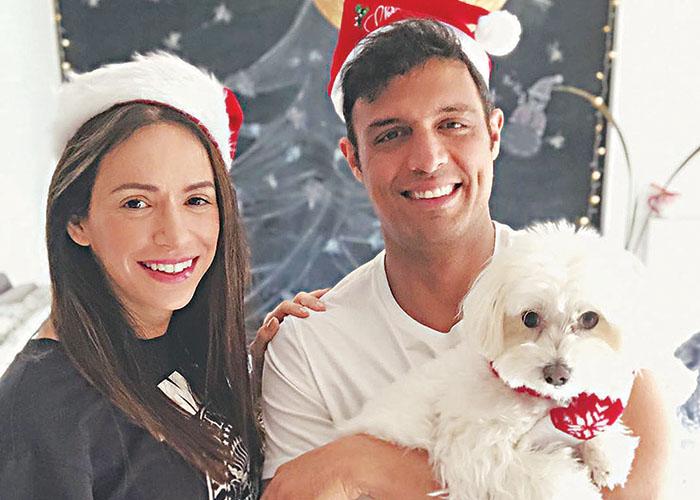Ο Σάββας Πούμπουρας με τον σκύλο του Τσάβι και τη σύζυγό του Αρετή Θεοχαρίδη