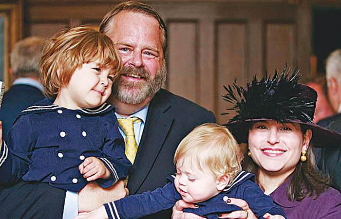 Ο Ρόμπερτ Εντερμαν με τη σύζυγό του Αθηνά Κυριακίδου και τα δύο παιδιά τους