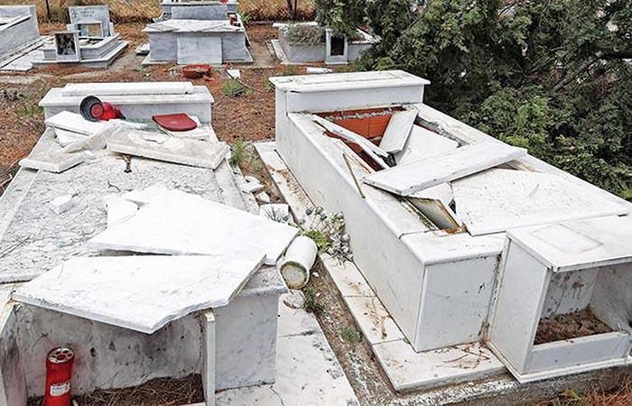 Τάφοι που βεβήλωσαν οι Ρομά στη Μεσσηνία
