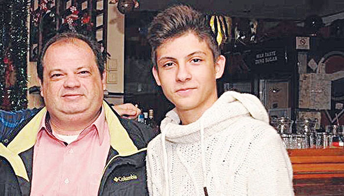 Ο Νικόλας Θεοδωρίδης με τον πατέρα του Ντίνο