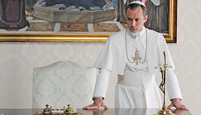 Ο Τζουντ Λο ως Πάπας
