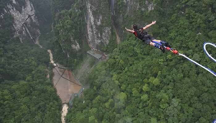 180607130604 zhangjiajie grand canyon glass bridge bungee jump 1064520113