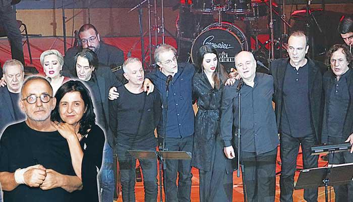 Ο Θάνος Μικρούτσικος με τη Μαρία Παπαγιάννη. Στη σκηνή οι καλλιτέχνες που συμμετείχαν στη συναυλία μνήμης για τον Θάνο Μικρούτσικο.
