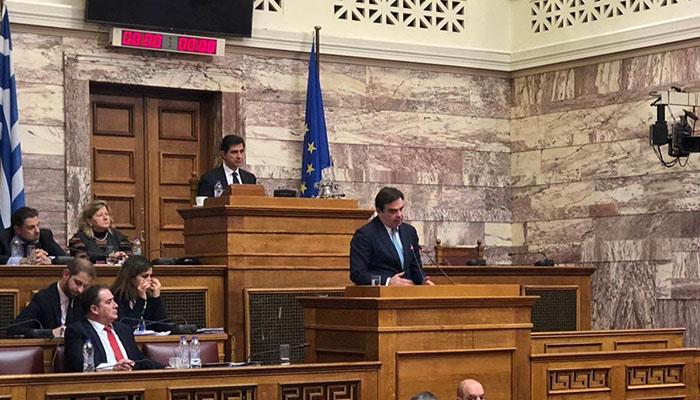 Στο βήμα της Βουλής ο επίτροπος Μαργαρίτης Σχοινάς