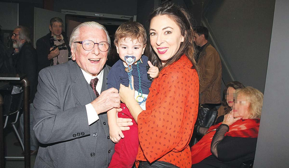Ο Κώστας Βουτσάς με την Αλίκη Κατσαβού και τον γιο τους Φοίβο